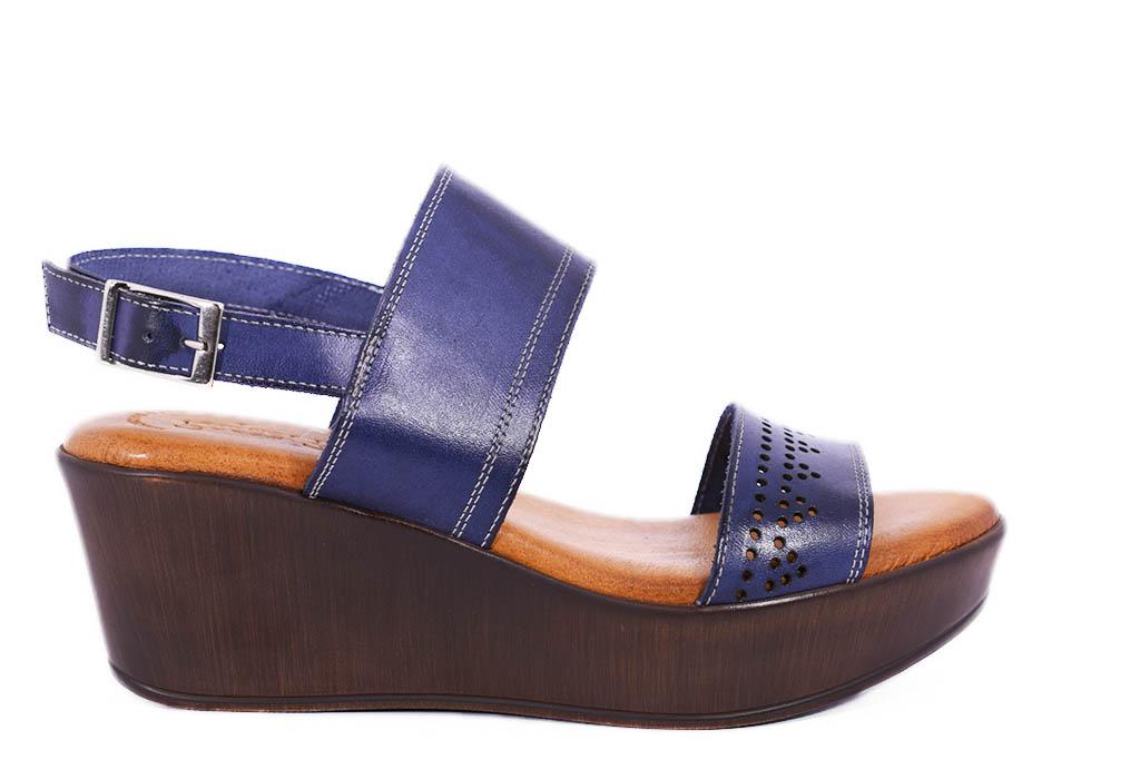 Sandalo basso in vera pelle con zeppa