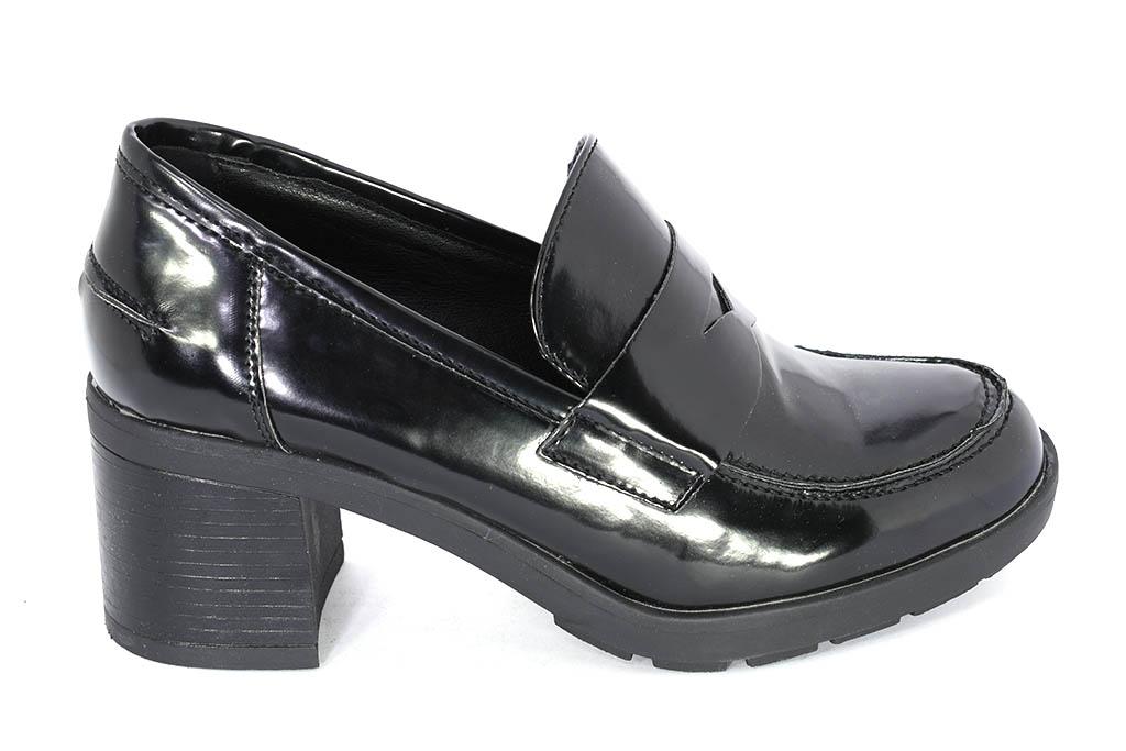 c935843cce Mocassino nero da donna con tacco