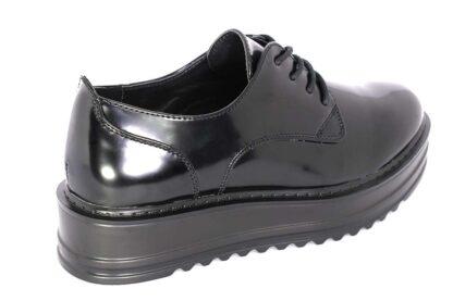 Sneakers nere lucide con lacci