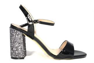 Sandalo lucido con tacco alto