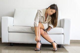 Sandalo alto in pitone con cinturino