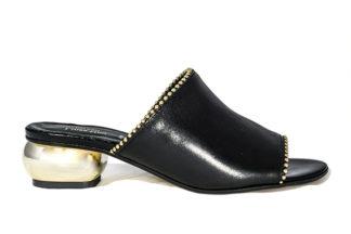 Eleganti come le scarpine di una regina, fresche e perfette per le tue estati, ricche di dettagli brillanti per spiccare sulla folla.
