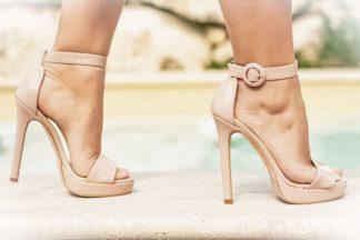 Sandalo alto in vernice