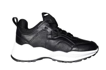 Sneakers nere fondo bianco